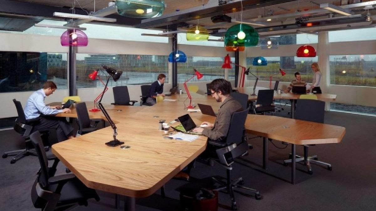 16 Office Tables To Choose From For A Comfortable Work Environment