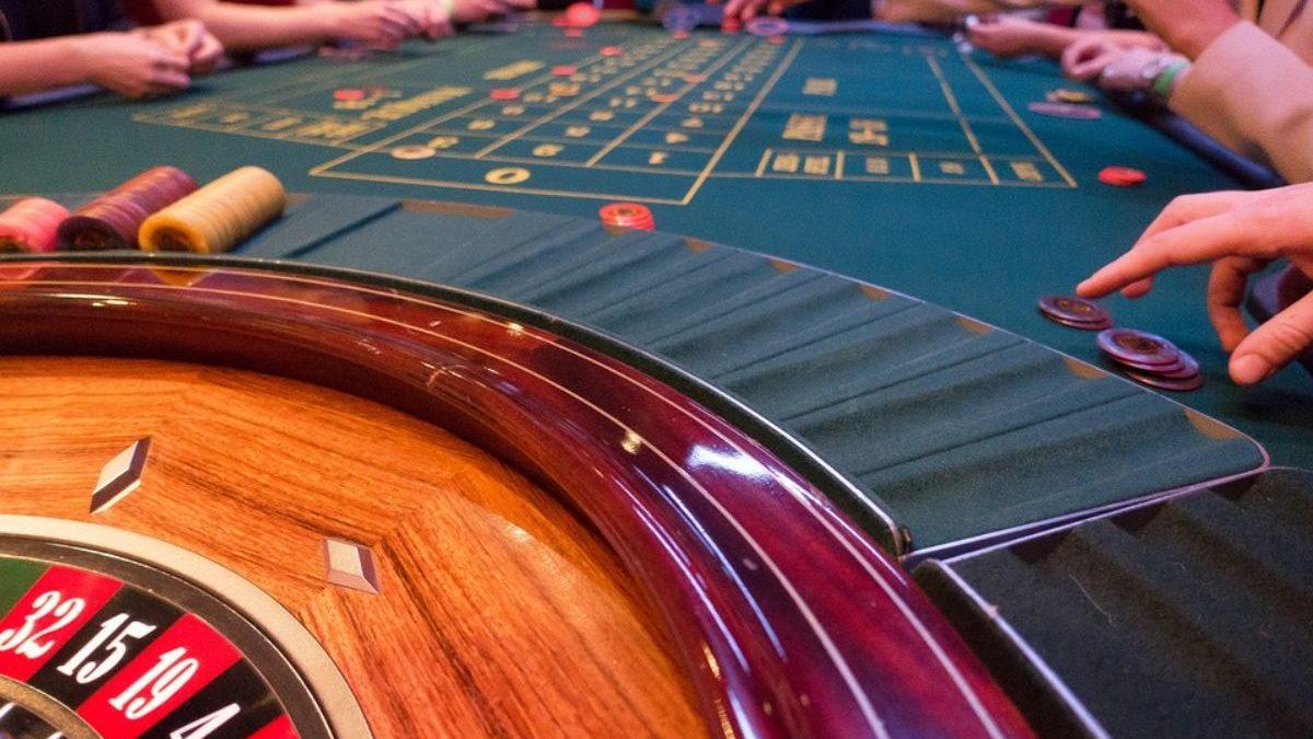 Where do Women Play Bingo