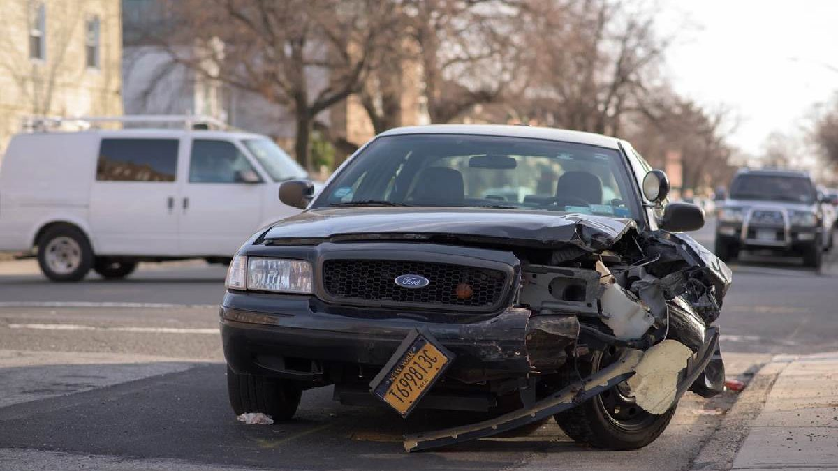 When Should I Hire a Lawyer After a Car Accident?