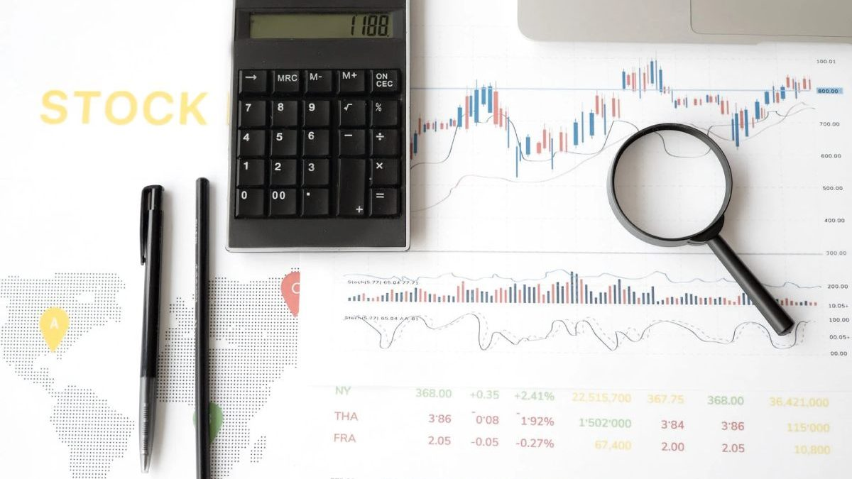 What are Some of the Best Technical Indicators for Analyzing and Trading Stocks?